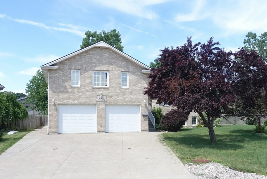 221 Brien Avenue West - Essex, ON House for Sale