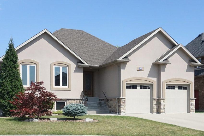 140 Sylvano Crescent - Lakeshore Home For Sale
